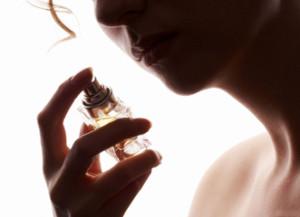 kobieta-perfumy